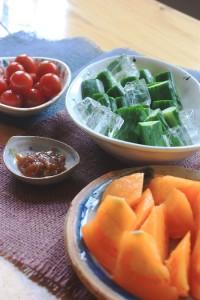 朝採り夏野菜の試食コーナーを設置いたしました!!